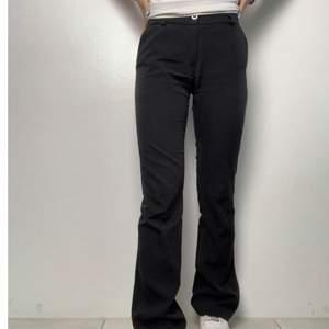 Supersnygga kostymbyxor i tall modell & strl 36!! Jag är 168 å de är långa på mig, vilket jag tycker är superfint. Säljer pga för små!!💕💕 nypris över 400 kr.