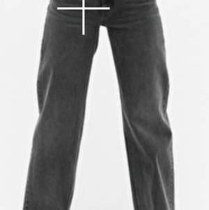Säljer mina Madrids jeans pågrund av att de är förstora för mig. De passar xs-s. De är nästan helt oandvända och är i en ljusgrå färg.