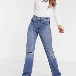 Jättesnygga jeans ifrån pull&bear! Aldrig andvända och helt nya! Säljer pga tappat bort kvitto💞💞 köparen betalar frakt!