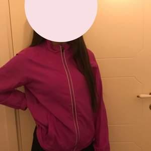 Säljer den här fina tränings jackan i lila från FRANK SHORTER❤️