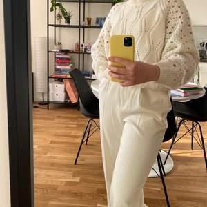 En väldigt fin och populär tröja, passar till kjolar och jeans🌟köpt ca ett par år sen på IvyRevel popup butik i Mall of Scandinavia men använd bara en gång!