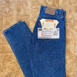 Mörkblåa Levis jeans, modell 505, frakt tillkommer