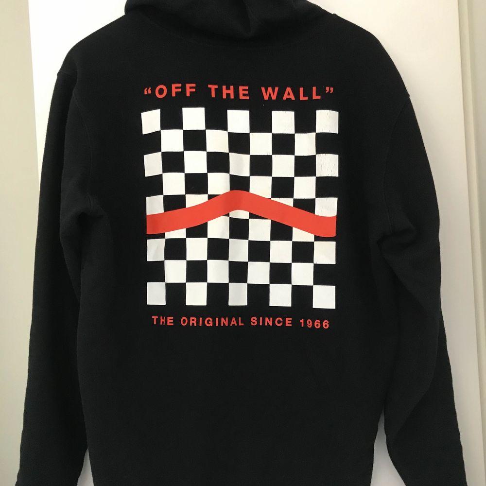 Säljer vans hoodie, använder inte den längre. Den är fortfarande i ny skick, storlek Small. Pris ligger på 300kr + frakt. Huvtröjor & Träningströjor.