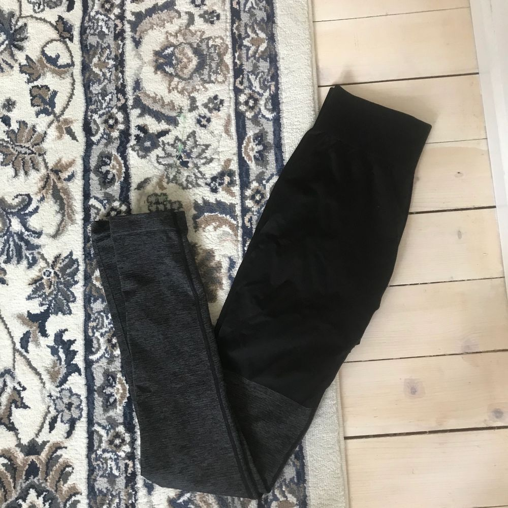 Nyskick svarta tights gymstark . Jeans & Byxor.