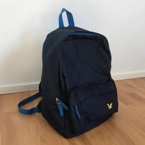 Liten ryggsäck i mycket fint skick då den knappt har använts😇 frakt tillkommer 😇