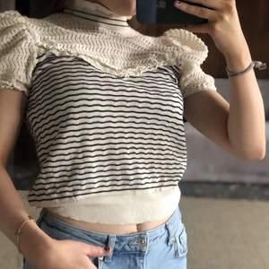 Zara tröja i storlek S💗den är använd ett fåtal gånger och är där av i fint skick. Köparen står för fraken