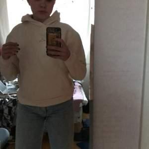 Intressekoll på min vitaktiga holzweiler hoodie! Villig att sälja till ett bra pris! Säljer för 200 kr+Frakt tillkommer (köparen står för frakten)❤️❤️❤️