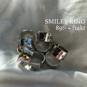 Jättefin justerbar ring i två olika färger, silver och guld. Finns att beställa hos @byveloce på instagram! 925 sterling. 20kr frakt!⚡️⚡️