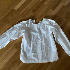 En vit topp från Zara, storlek Xs