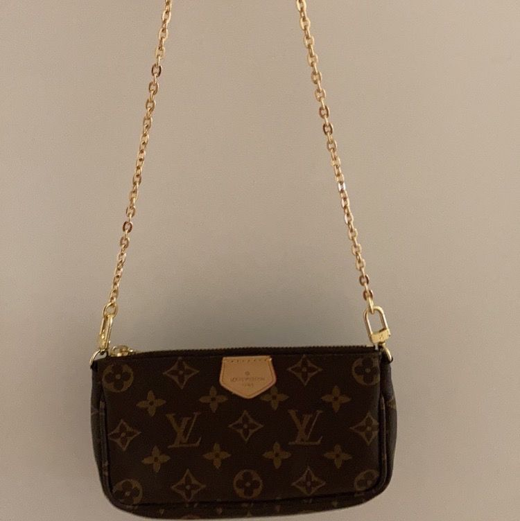 Louis vuitton handväska i AAA kopia och äkta läder. Helt oanvänd! 600kr och då ingår spårbar frakt och leverans på 1-2 dagar. Box, dustbag medöljs. Kan gå ner i pris vid snabb affär!🥰. Väskor.