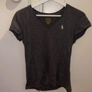 Ralph Lauren T-shirt i stl Xs men passar även S, Kommer i nyskick, endast legat i garderoben sedan köpet! 100kr + frakt.