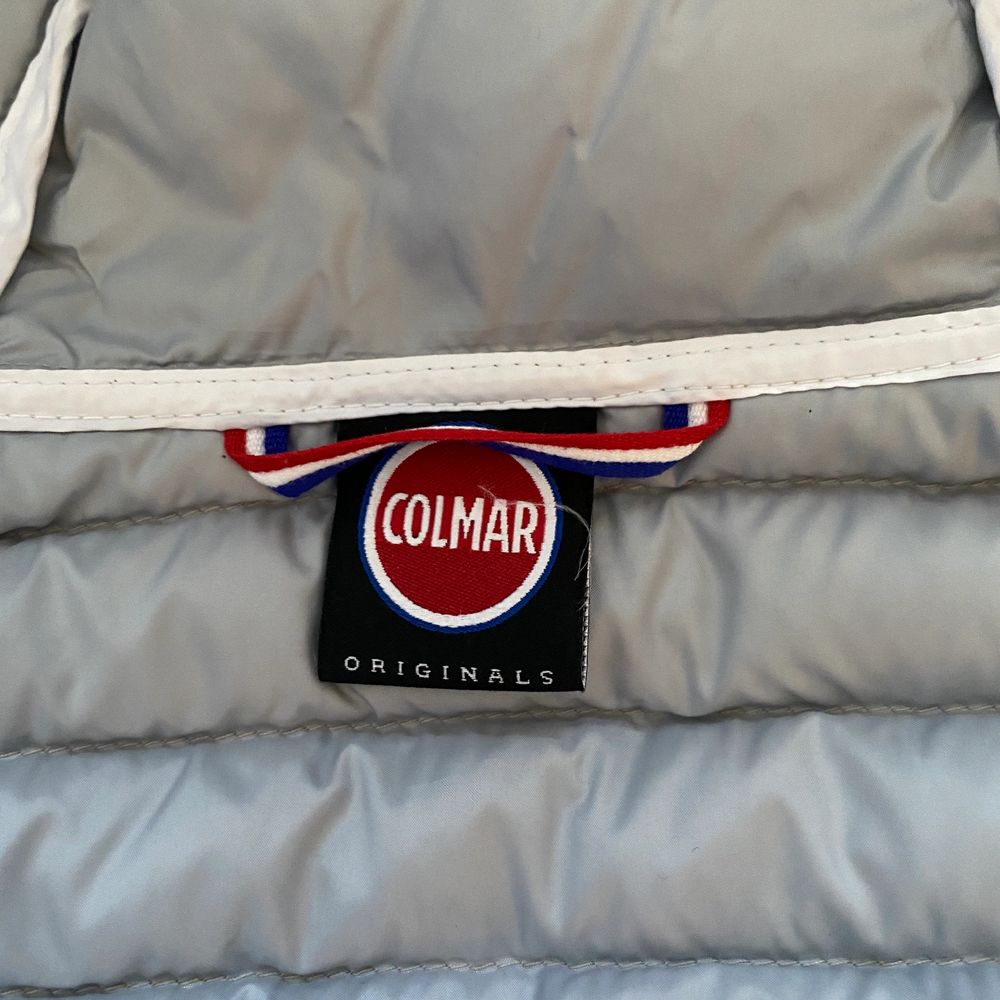 Säljer denna superfina beige/grå Colmar jacka. Använd typ en gång och är i nyskick.💕 Priset går alltid att diskuteras💕. Jackor.