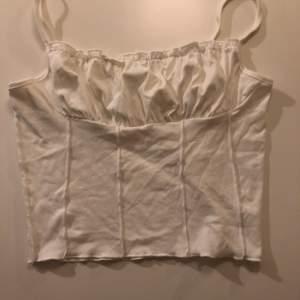 Så fint linne! Aldrig använt. Står storlek L på lappen men jag skulle säga att den passar S/M också!