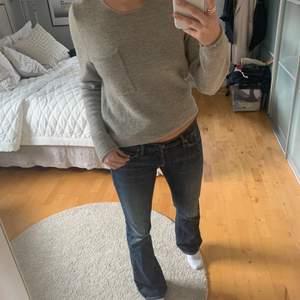 Säljer min super snygga Samsoe samsoe ylle tröja! 80% ylle, super snygg färg och passar till allt ! Köpt för 1000kr.