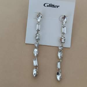 Helt nya örhängen köpta på glitter, nypris 179kr. 90kr + frakt står inte för postens slarv