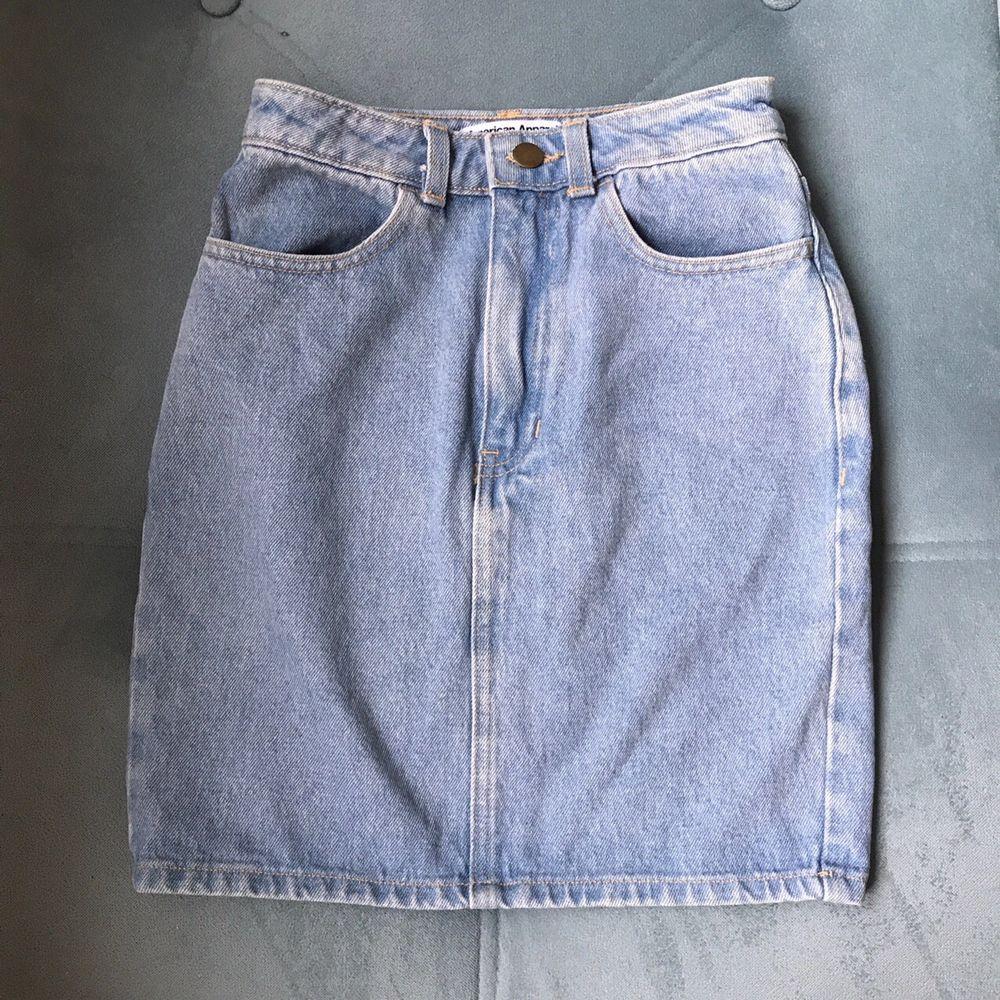 Super cute AA mini skirt. Perfect fit and super flattering. Size xsmall . Kjolar.
