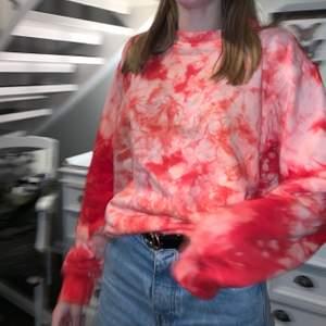 Hej alla! Jag är med i ett uf företag där vi gör Tie Dye Sweatshirts, kika gärna in vår instagram där ni kan beställa via DM💙 Tröjorna kostar 299kr/st och är gjorda på 100% bomull! Finns i färgerna: Rött, Blått, Lila, Mörkgrön och Ljusgul💛                                                      💙 @urbantiedyeuf på instagram!! 💙
