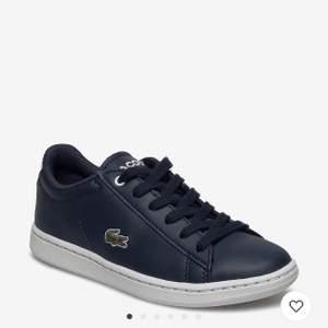Supersnygga mörkblåa Lacoste skor i strl 39, kan även passa som en strl 40! Bra skick och kvalite!! Nypris: 800kr