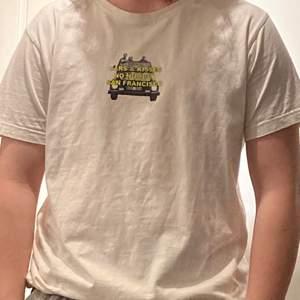 Hov1 t-shirts i storlek l sitter mer som en m. Använd 1 gång. Köpare står för frakt