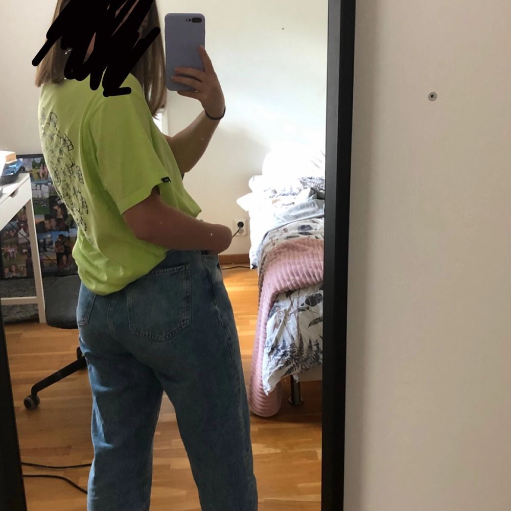 Ljusblåa denim jeans från Mango i baloon-modell men jag skulle säga att dem är mer straight. På mig sitter dem perfekt som är 162. Storlek 38. Nypris 599. Jeans & Byxor.