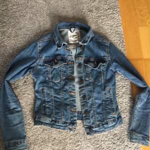 Jeans jacka i bra kvalite från pull & bear!