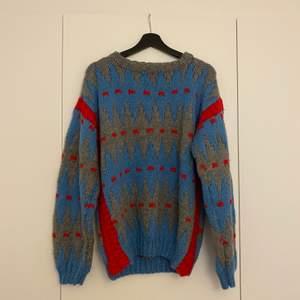 Stickad tröja köpt second hand. Står ej storlek men uppskattar L.