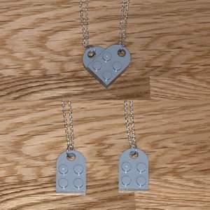 Sex stycken halsband (3par) med lego hjätan💕 säljer för 150kr (för ett par). Kan skicka fler elr bättre bild om de önskas💕 färgerna är dom på bilderna (❌röda,grå sålda❌)