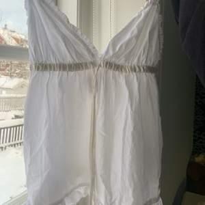 Såå sött linne från odd Molly, finns inte att köpa länge, tyvärr för litet för mig därav varför jag säljer 🥰 Det är vitt med ett litet odd Molly märke på ryggen, nypris 650kr 💛 frakt tillkommer