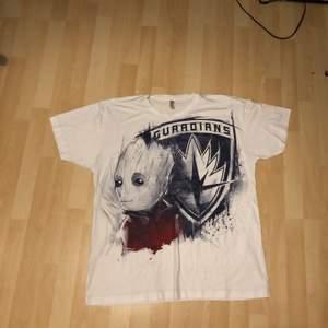 """Mysig och rolig """"i am groot"""" T-shirt! Aldrig använts. Perfekt för alla Marvel fans där ute"""