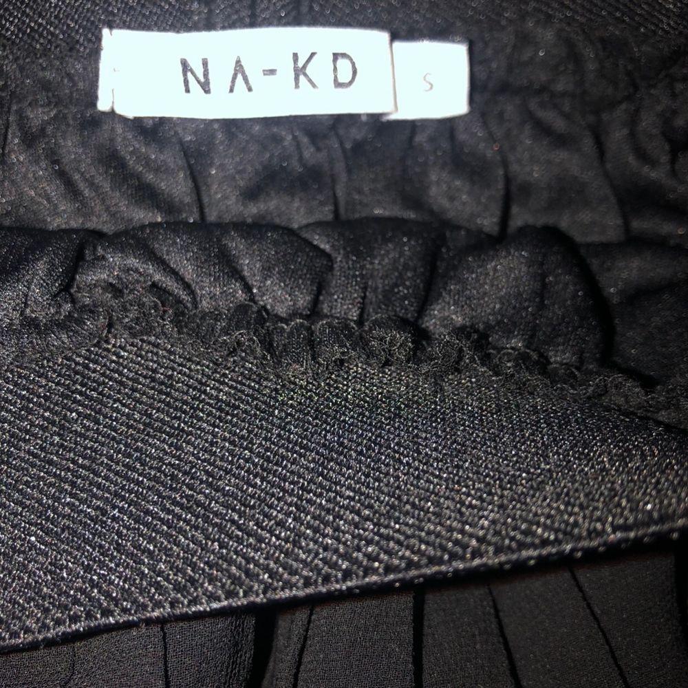 Plisserad kjol från nakd i storlek xs. Kjolar.