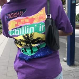 Intressekoll på denna asfeta tshirt med tryck därbak, fler bilder kan skickas vid intresse! Buda i kommentarerna gärna :) Frakt tillkommer även!! Nypris: ca 300 kr HÖGSTA BUD: 150 kr