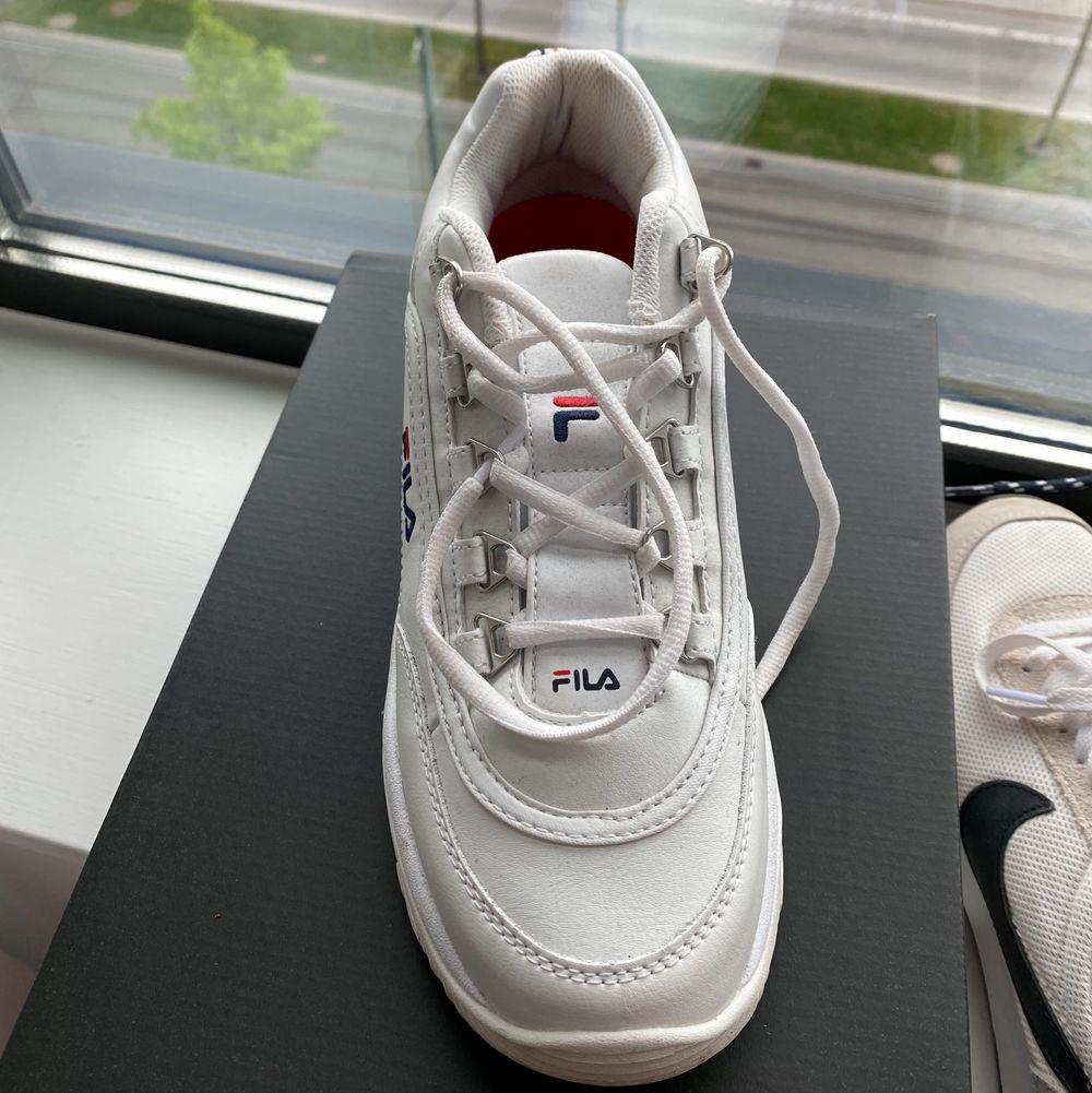 superfina skor och så sköna! Bra att ha i sommar😋 använda en eller två gånger och köpt för 1000kr, pris kan diskuteras, strl 40. Skor.