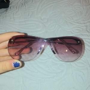Trendiga y2k glasögon! Säljer för 50kr+frakt 💕