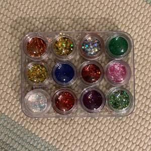 Glitter från nagelgiganten 5krst alla för 50kr