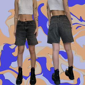 Urtvättade shorts 🐨🐺 vintage lee, är en xs och sitter lagom baggy på mig! Bra skick
