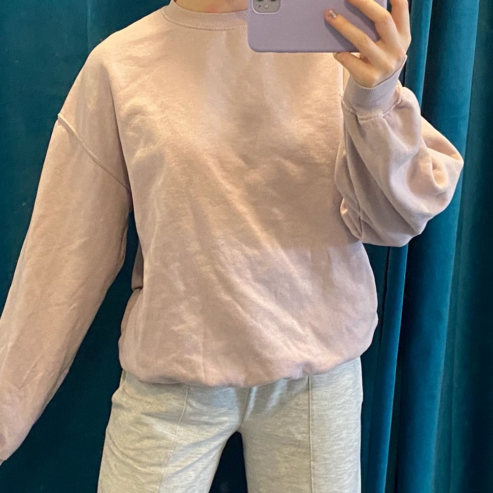 pastell lila sweatshirt i storlek xs, men sitter som S! ✨. Tröjor & Koftor.