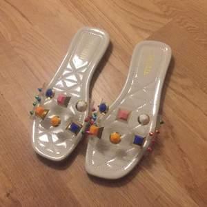 Sandaler från Shein. Ett par är använda, dem andra helt nya. 100 kr styck💗