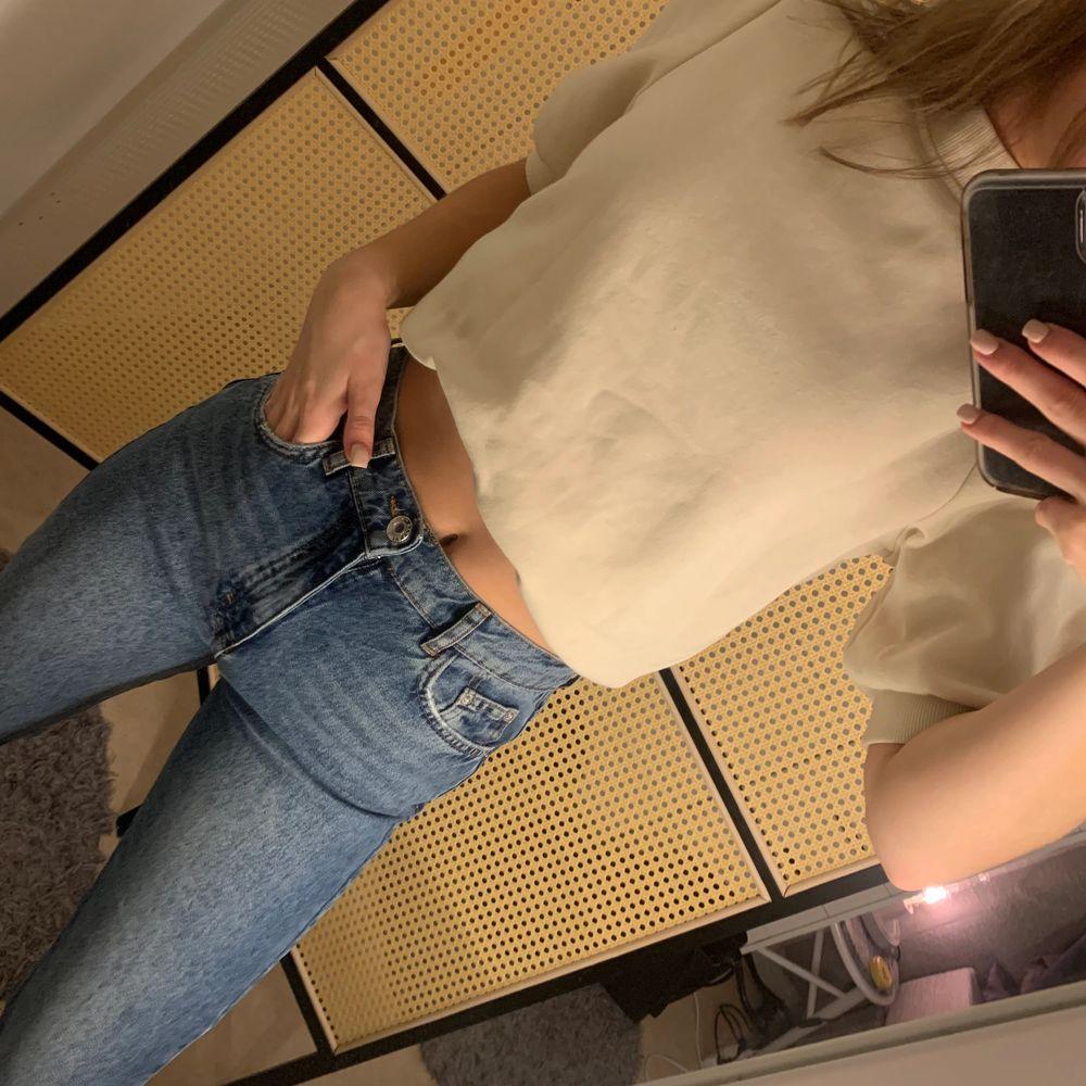 En lite finare tröja i sweatshirt material. Superfin men använder tyvärr inte längre..... Toppar.