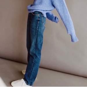 Super fina blå jeans från Zara. En jättefin modell som är helt slutsålda. Tyvärr var de för små för mig. Utgångspris 200kr. Buda med minst 20kr mellan varje bud i kommentarerna. Frakt tillkommer på 66kr. KÖP DIREKT för 300+frakt⭐️⭐️⭐️