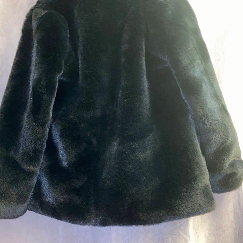 I bra skick, jackan är i en stor S & passar även i stl M-L. . Jackor.