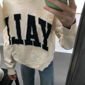 Zara tröja - alldrig andvänd! Väldigt skön och bra passform. Strl: S Pris: 100kr, skickas direkt vis köp ☺️