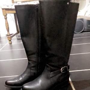 Super fina svarta läder boots