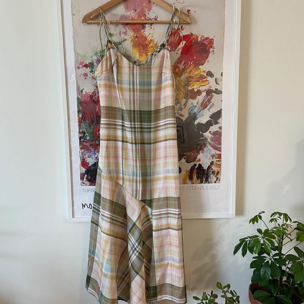 Söt klänning från Zara i Stl.S, oanvänd! . Klänningar.