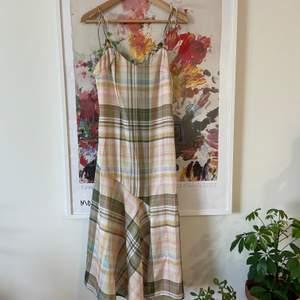 Söt klänning från Zara i Stl.S, oanvänd!