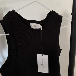 Topp från NAKD x Angelica Blick, öppen rygg & stor i storleken ☺️ Aldrig använd! Frakt tillkommer på 24kr ❤️