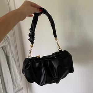 Frakt ingår i pris! 🖤 helt oanvänd jättefin väska från Shein