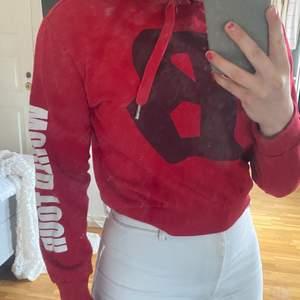 En Justin Bieber hoodie i storlek ca, säljer för att jag inte använder! Jättefint skick