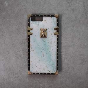 Supersnyggt iPhone skal! Finns i flera modeller av iPhones, skriv ett meddelande för att se om din storlek finns kvar🥰