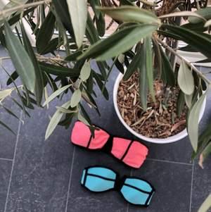 Den första turkosa är från Cross Sportswear i storlek XS. Pris: 40kr + frakt  (66kr)                                                         Andra är korall från bik bok i storlek S. Pris: 40kr + frakt (66kr)                                                                                 PRIS FÖR BÅDA: 120kr inklusive frakt