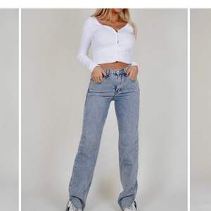 Säljer dessa as snygga jeansen pga att dom var förstora, endast testade💘 köparen står för frakt